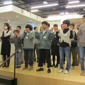 障害者委員会の皆で手話ダンスを披露