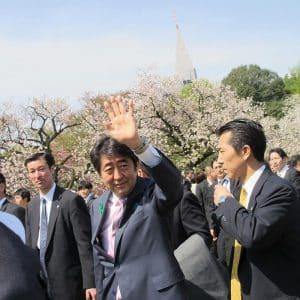 参加者の声に阿部首相は手を挙げて応えてくれました。