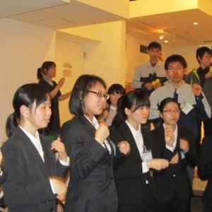 毎年恒例の手話ダンスでは新入社員も急遽参加!一層楽しい会になりました。