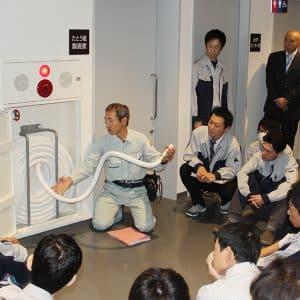 社内消火栓の使用方法を教えていただきました